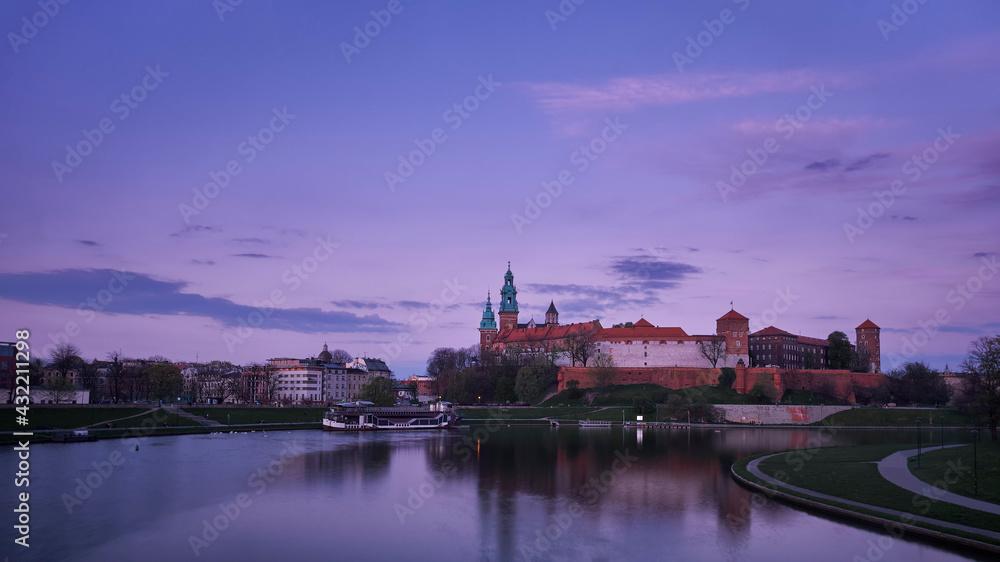 Fototapeta Widok na zamek wawelski w Krakowie z mostu Dębnickiego