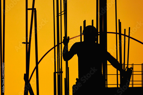 Fototapeta Real construction worker working on a high building. obraz