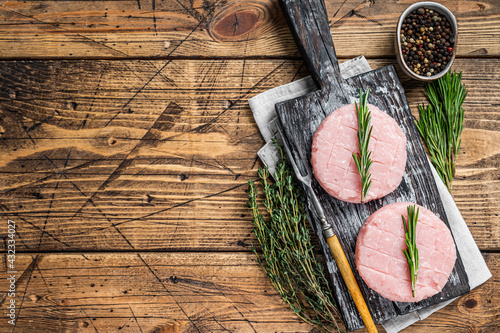Raw burgers patty from organic chicken and turkey meat with thyme and rosemary Fototapet