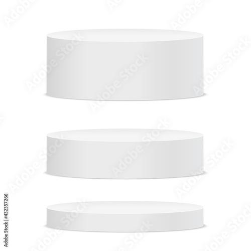 Photo Empty white round podium on white background. Vector