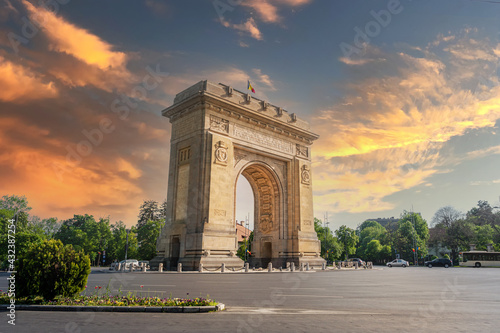 Fotografie, Obraz Historical monument in Buchareast, Arch of Triumph representing the victory of Romanian soldiers who managed to liberate the capital in the second world war