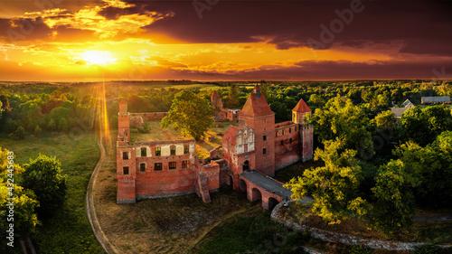 ruiny średniowiecznego zamku w Szymbarku k / Iławy