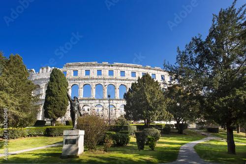 Colosseum in Pula Fototapet