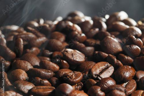 Obraz Hot roasted coffee beans - fototapety do salonu