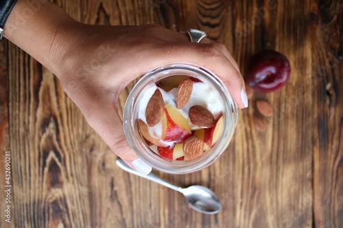 Fotografia, Obraz Yogurt con pesca e mandorle