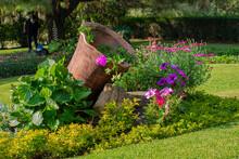 Flores Con Hojas Grande Y Campana De Barro