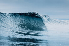 Glassy Wave. Perfect Swell For Surfing In Hawaii