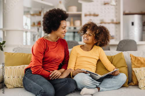 Canvas-taulu African mother and daughter, having great time together.