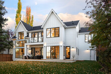 Autumn Patio And Backyard Of Luxury Home Showcase Exterior