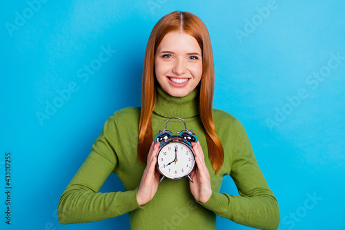 Canvas-taulu Photo portrait of young girl showing alarm watch time management isolated on viv