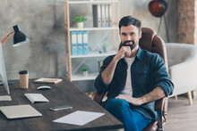 Photo Portrait Of Young Worker Sitting In Office On Interview Smiling Thoughtful