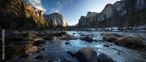 Photo Yosemite National Park Valley View of River and Mountains