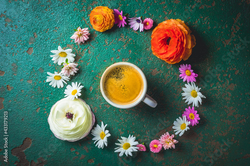 Obraz Cup of coffee with variation of flowers on green background - fototapety do salonu
