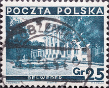 POLAND-CIRCA 1935 : A Post Stamp Printed In Poland Showing  A Historical Building In Krakow Different Sights - President Ignacy Moscicki, 1867-1946