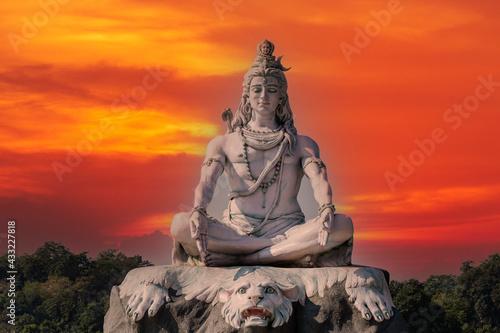 Fotografie, Obraz Statue of meditating Hindu god Shiva on the Ganges River at Rishikesh village in