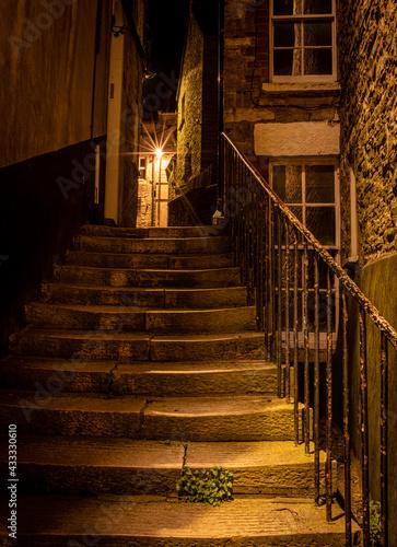 Fotografie, Obraz Evening in dark alley with street light burst