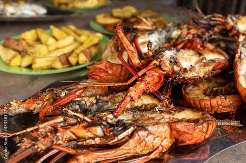Fotografía Langoustes grillées et manioc frit