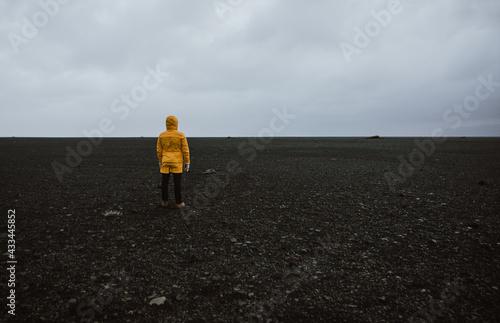 Fototapeta Wanderlust explorer discovering icelandic natural wonders obraz