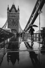 Tower Bridge A Londra, Durante La Pioggia
