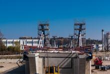 Rosenheim,  Deutschland - 25.April 2021: Hier Entsteht Der Neubau Der Aicherparkbrücke