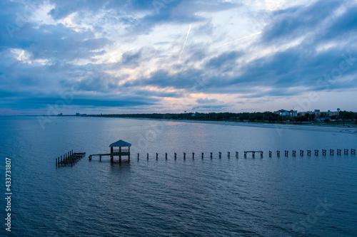 Obraz na plátne Pier on the Gulf