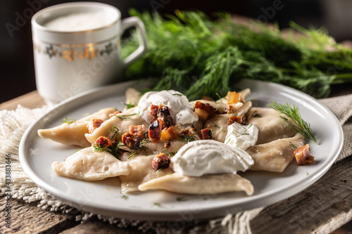 Filled pirohy dish served with fried bacon, fresh dill and a cup of milk Fototapet