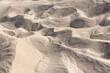 Kleine Täler und Hügel im Wüstensand der Taklamakan.