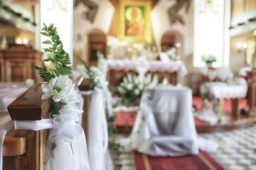 Ozdoba w kościele na pierwszą komunię świętą.