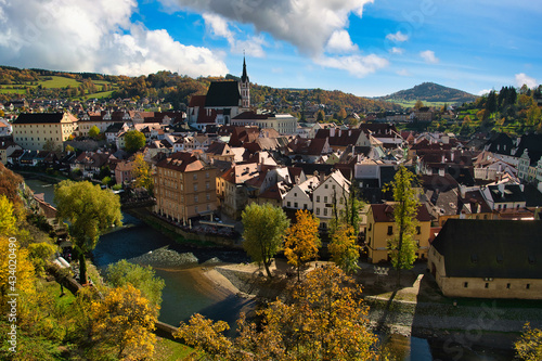 Fotografía Panoramic view from the heights of the city Cesky Krumlov Czech Republic On the afternoon of autumn, the old town in europe and the world heritage site is famous and popular with tourists