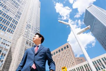 ビジネスマン 高層ビル群