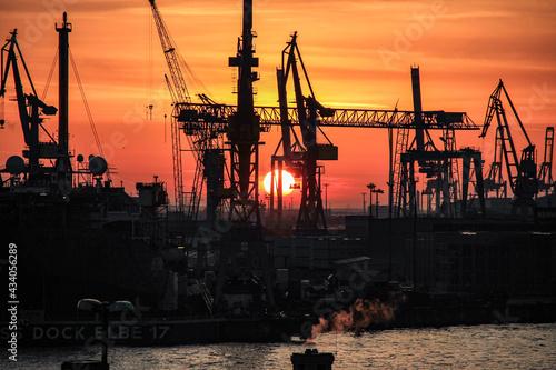Billede på lærred Sonnenuntergang über dem Hamburger Hafen