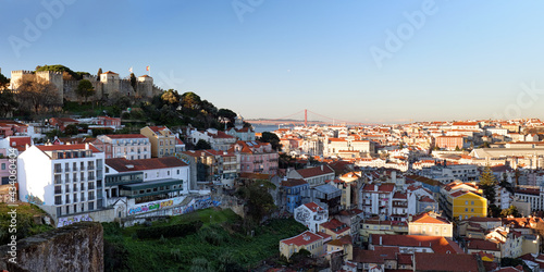 Obraz na plátně Lisbon, Portugal skyline with Sao Jorge Castle