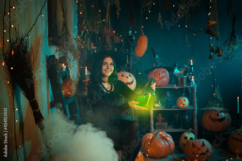 Papel de parede young witch conjures during Halloween at home