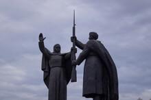 Motherland Calls, Statue Commemorating The War