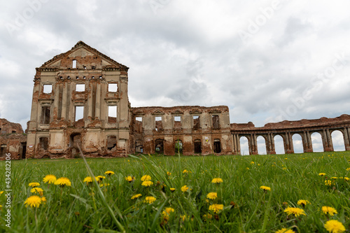 Fotografering Ancient ruined palace complex with colonnades