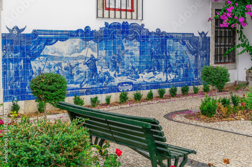 Fotografia Old ceramic tile art at the Miradouro de Santa Luzia observation deck in Lisbon,