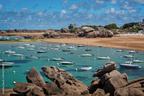 Fotografiet Sailing Boats and transparent water on Coz-Pors beach in Tregastel, Côtes d'Armo