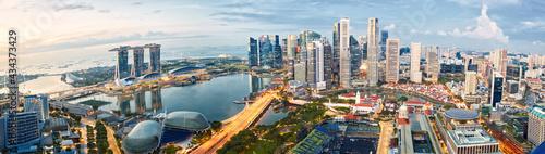Fotografia Singapore skyline panorama at sunrise, financial district and Marina Bay