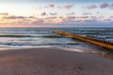 Fototapeta Fototapety z morzem do Twojej sypialni - Morze bałtyckie Zachód słóńca plaża falochron