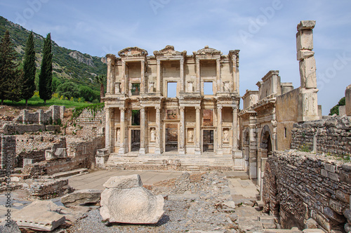 Fototapeta Beautiful antique city in Turkey - Ephesus with famous library ruins in the fore