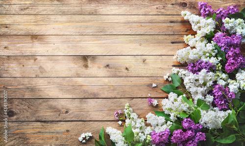 Fotografiet Blooming lilac flowers (syringa vulgaris) on rustic wooden background