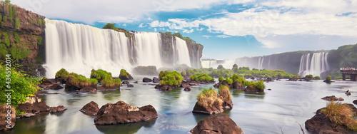 Cuadros en Lienzo Waterfalls, great Iguasu waterfalls seen from the boat bind the fog and splashes