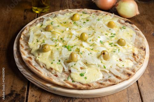 Pizza de cebolla y aceitunas Fototapet