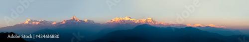 Foto Panorama of Annapurna in Himalaya mountain range with sunset colors, Pokhara, Ne