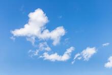 青い空にふわふわ浮く積雲、のんびりとした雰囲気