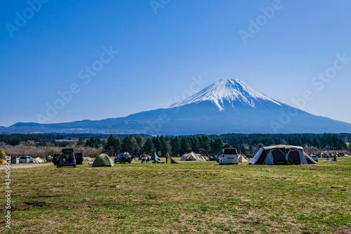 静岡県朝霧高原の富士山が見えるキャンプ場 Fototapeta