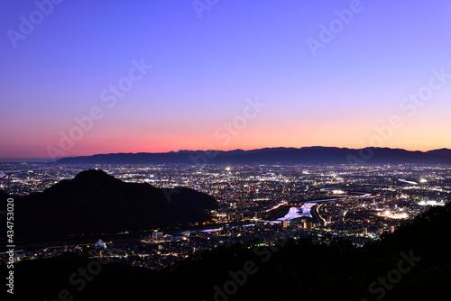 Fotografering 日本の岐阜市の夜景を百々ヶ峰山頂から見下ろす。