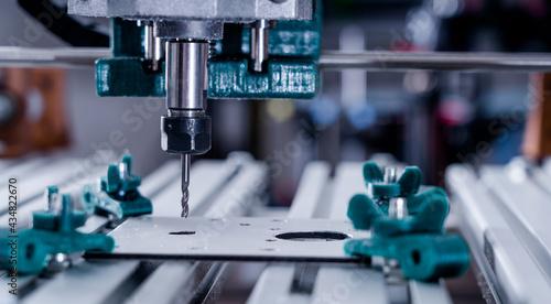 Canvastavla CNC milling machine cutting aluminium  part.
