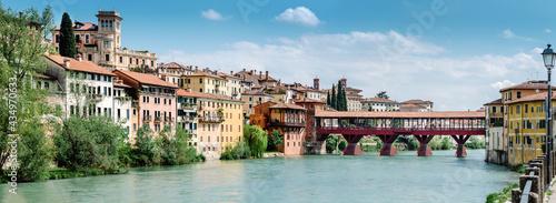 Fotografia Overview of Bassano del Grappa, Ponte Vecchio and the Brenta river