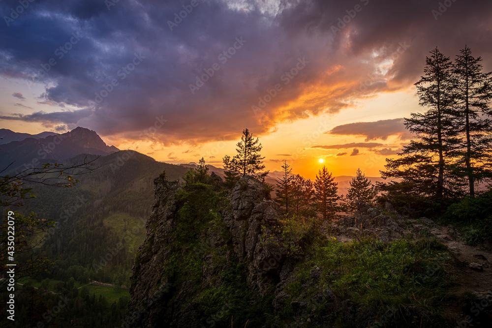 Zachód słońca nad Tatrami podziwiany z Nosala. Zakopane - Kalatówki, Dolina Bystrej
